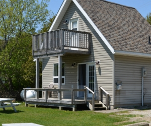 Cottage Chris' Cabin - Starting @ $206 / night based on occupancy of 2. Please contact us for availability/reservation